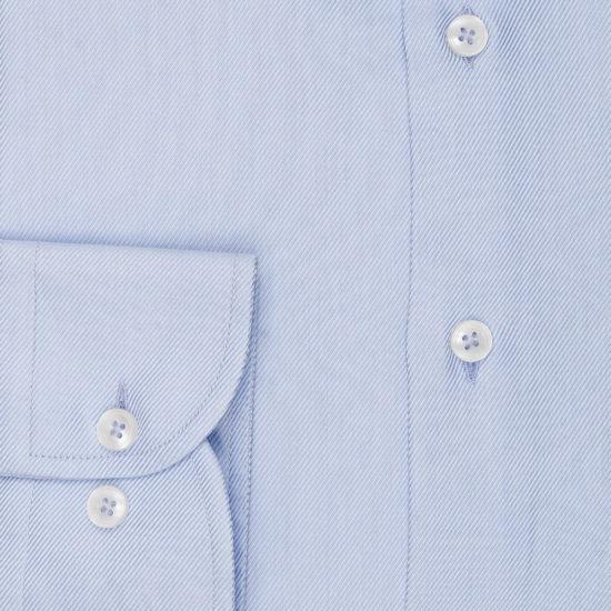 Camisa azul clara diagonal